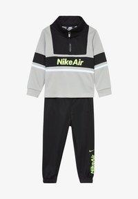 Nike Sportswear - AIR JOGGER SET BABY - Chándal - black - 4