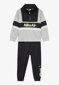 Nike Sportswear - AIR JOGGER SET BABY - Survêtement - black - 0