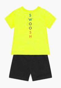 Nike Sportswear - BABY SET  - Pantalon classique - black - 1