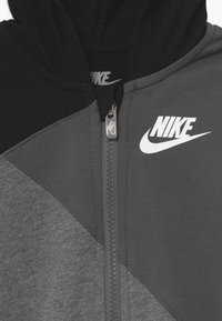 Nike Sportswear - AMPLIFY HOODED COVERALL BABY - Jumpsuit - black - 3