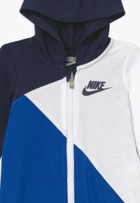 Nike Sportswear - AMPLIFY HOODED COVERALL BABY - Jumpsuit - midnight navy - 3