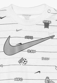 Nike Sportswear - STRIPE ROMPER BABY 2 PACK - Overal - white - 5