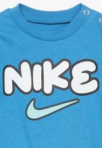 Nike Sportswear - STRIPE ROMPER BABY 2 PACK - Overal - white - 3