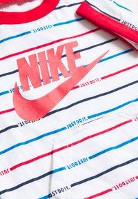 Nike Sportswear - ROMPER BABY - Combinaison - white - 3