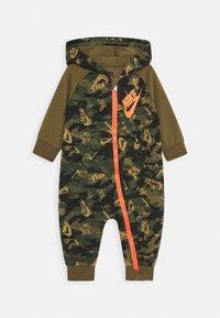 Nike Sportswear - CRAYON CAMO COVERALL - Jumpsuit - cargo khaki - 0