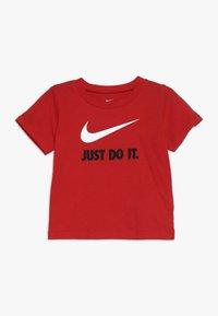 Nike Sportswear - TEE BABY - T-shirt med print - university red - 0