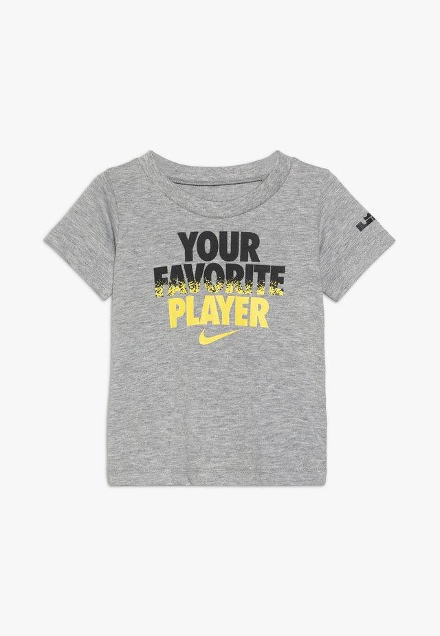 FAV PLAYER TEE - T-shirt print - dark grey heather
