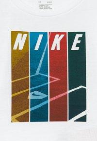 Nike Sportswear - COLORBLOCK TEE BABY - T-shirt imprimé - white - 3