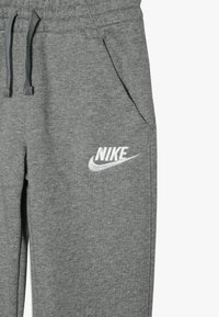 Nike Sportswear - CLUB PANT - Pantalon de survêtement - carbon heather/cool grey/white - 3