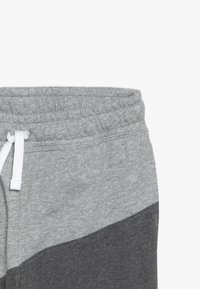 Nike Sportswear - PANT - Trainingsbroek - charcoal heather/dark grey heather/university red - 2