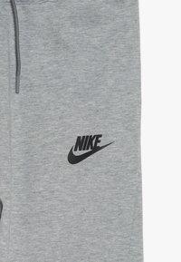 Nike Sportswear - Pantalon de survêtement - grey heather/black - 4