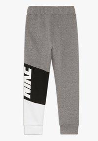 Nike Sportswear - NIKE CORE PANT - Träningsbyxor - carbon heather - 1