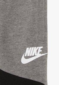 Nike Sportswear - NIKE CORE PANT - Träningsbyxor - carbon heather - 4