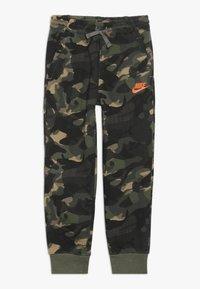 Nike Sportswear - CLUB JOGGER - Trainingsbroek - medium olive - 0