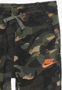 Nike Sportswear - CLUB JOGGER - Trainingsbroek - medium olive - 3