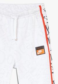 Nike Sportswear - Teplákové kalhoty - white/team orange - 3