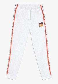 Nike Sportswear - Teplákové kalhoty - white/team orange - 0