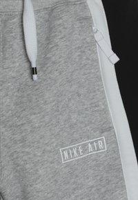 Nike Sportswear - AIR - Pantalon de survêtement - dark grey heather/white/black - 4