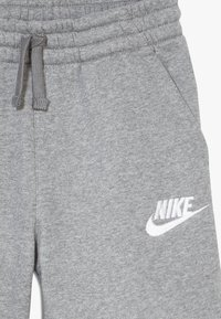 Nike Sportswear - CLUB SHORT - Shorts - carbon heather/smoke grey/white - 3