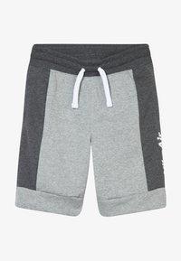 charcoal heathr/dark grey heather/white