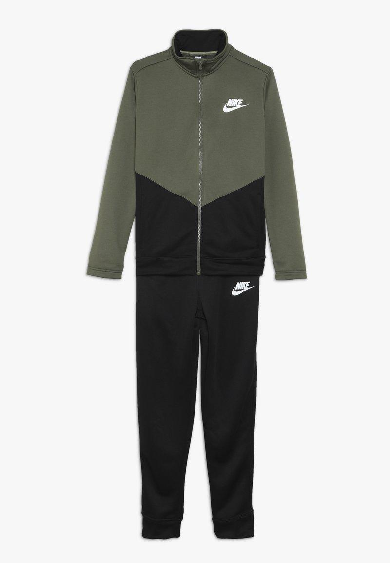 Nike Sportswear - CORE FUTURA SET - Trainingspak - medium olive/black/white