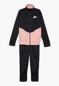 Nike Sportswear - CORE FUTURA SET - Trainingspak - black/bleached coral/white - 0