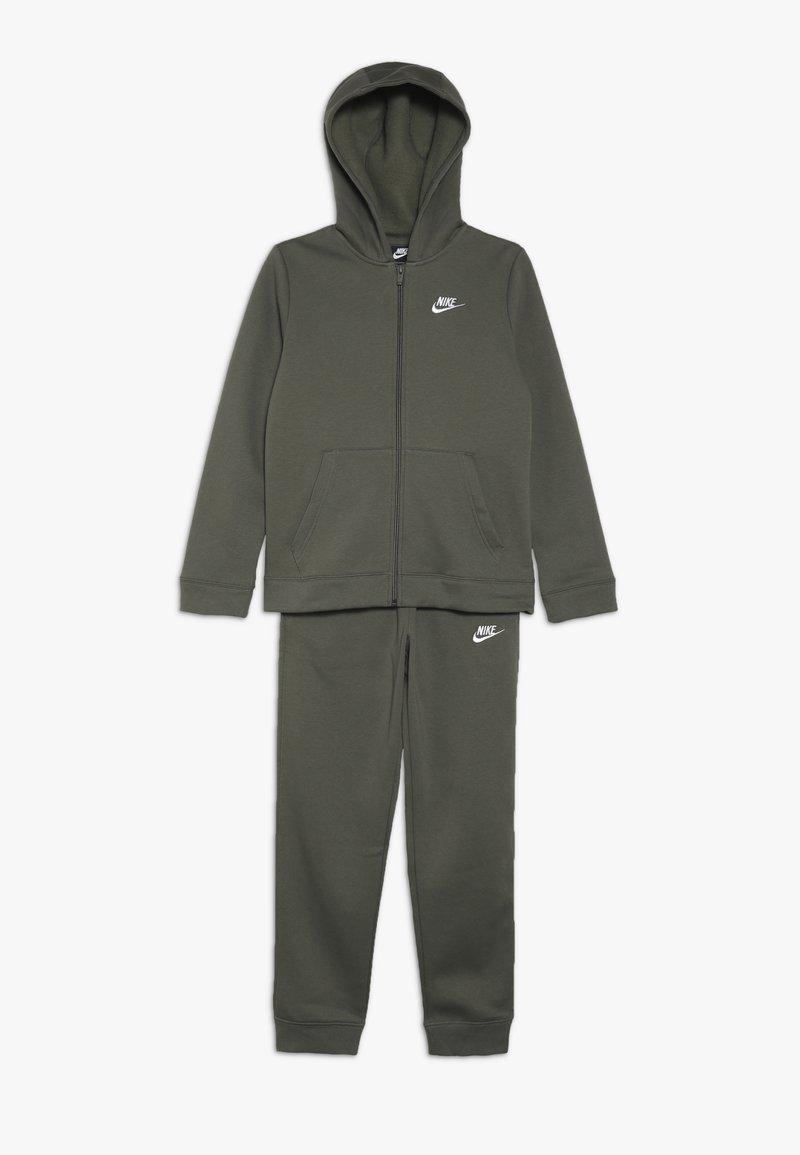 Nike Sportswear - SUIT CORE - Sudadera con cremallera - medium olive/white