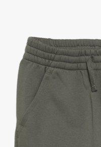 Nike Sportswear - SUIT CORE - Sudadera con cremallera - medium olive/white - 3