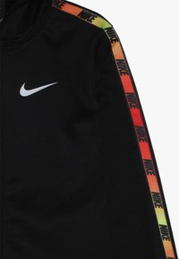 Nike Sportswear - GRADIENT TAPING THERMA SET - Dres - black - 4