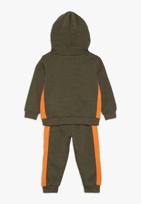 Nike Sportswear - CORE SET - Sweat à capuche - medium olive - 1
