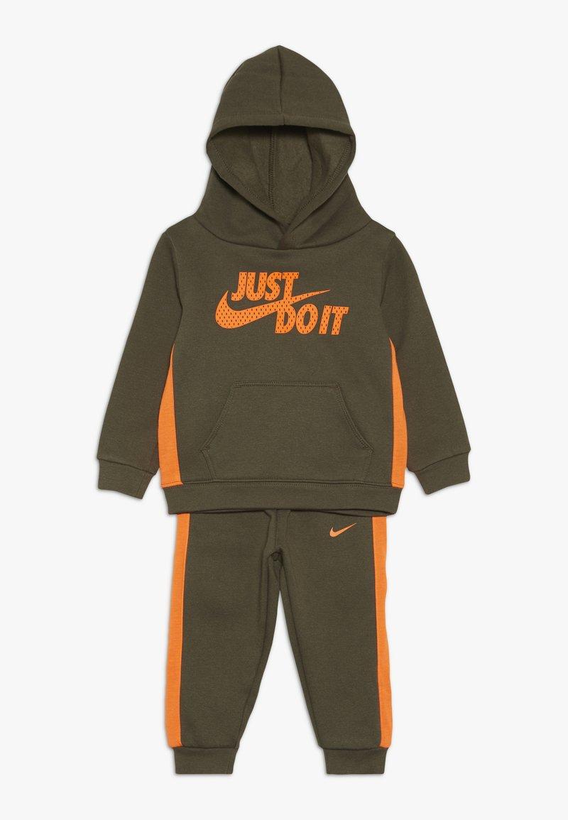 Nike Sportswear - CORE BABY SET - Survêtement - medium olive