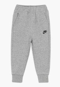 Nike Sportswear - TECH ESSENTIALS BABY SET - Survêtement - dark grey heather/black - 2