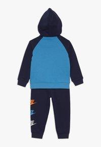 Nike Sportswear - MULTI FUTURA SET - Sudadera con cremallera - midnight navy - 1