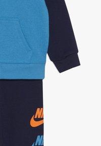 Nike Sportswear - MULTI FUTURA SET - Sudadera con cremallera - midnight navy - 4
