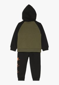 Nike Sportswear - MULTI FUTURA BABY SET - Trainingspak - black - 1