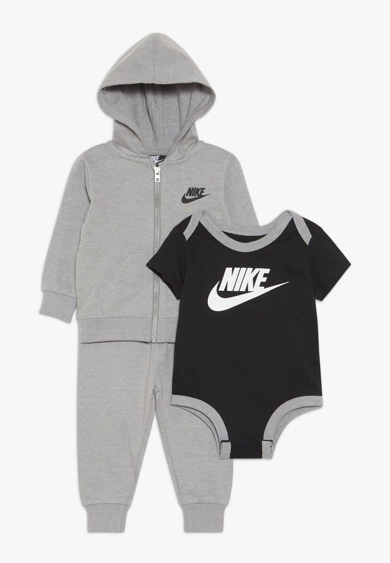 Nike Sportswear - SOLID FUTURA PANT SET BABY - Huvtröja med dragkedja - dark grey heather