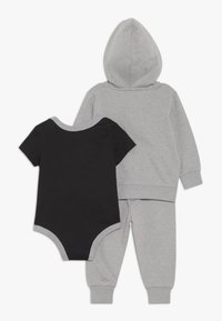 Nike Sportswear - SOLID FUTURA PANT SET BABY - Zip-up hoodie - dark grey heather - 1