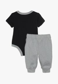 Nike Sportswear - JUST DO IT BODYSUIT PANT BABY SET - Body - dark grey heather - 1