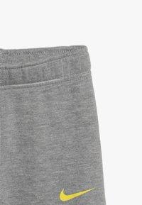 Nike Sportswear - LEBRON PANT SET - Tepláková souprava - dark grey heather - 3
