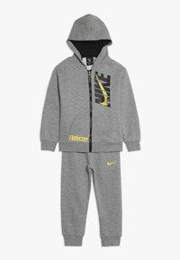 Nike Sportswear - LEBRON PANT SET - Tepláková souprava - dark grey heather - 0