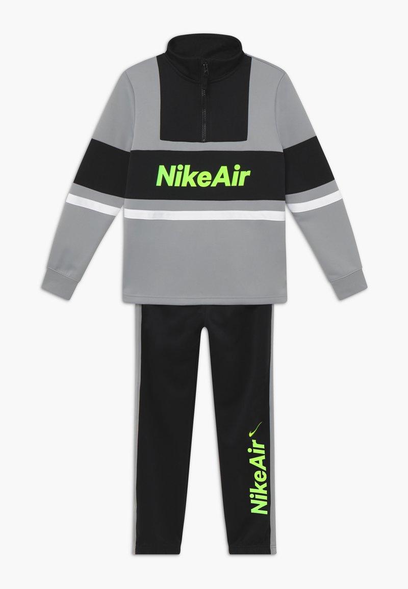 Nike Sportswear - TRACKSUIT SET - veste en sweat zippée - light smoke grey/black/black