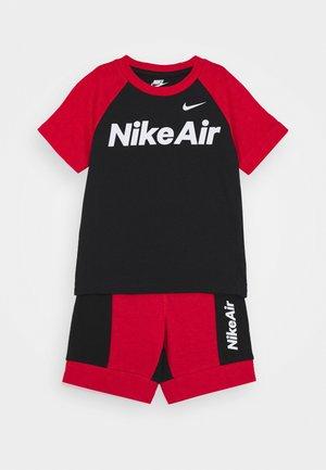AIR SET - Teplákové kalhoty - black/university red