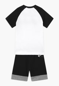 Nike Sportswear - AIR FRENCH SET - Pantalon de survêtement - black - 1