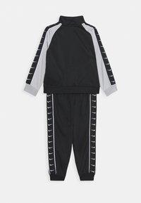 Nike Sportswear - TRICOT TAPING SET - Chándal - black - 1