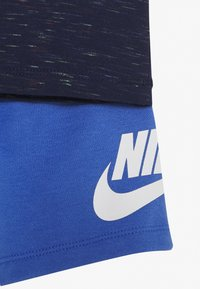 Nike Sportswear - SHORT SET - T-shirt z nadrukiem - pacific blue - 3