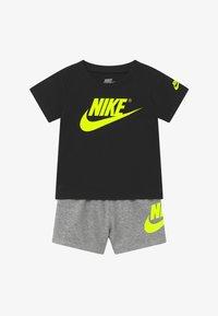 Nike Sportswear - SET - Pantaloni - grey heather/black - 3