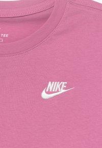 Nike Sportswear - TEE FUTURA - Camiseta básica - magic flamingo/white - 3
