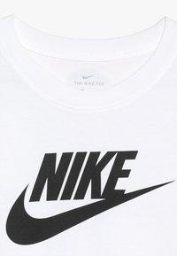 Nike Sportswear - TEE FUTURA ICON - Print T-shirt - white/black - 3