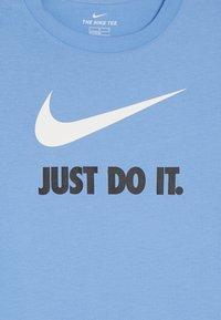 Nike Sportswear - TEE JDI - T-shirt imprimé - university blue/white - 3