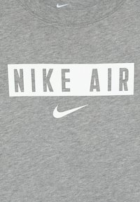 Nike Sportswear - TEE AIR BOX - T-shirt print - dark grey heather/white - 4